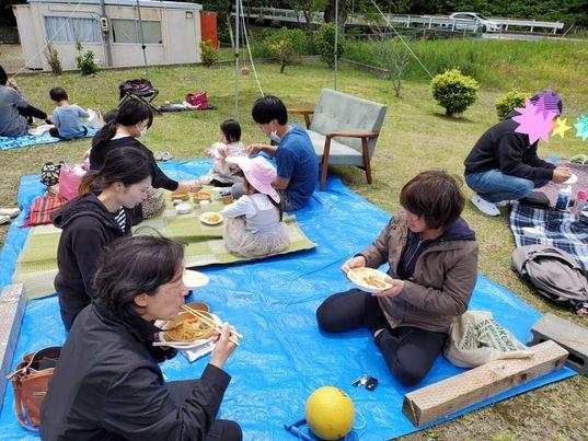 8月やります!大好評の【ランチ付きパークヨガ】*ヨガして美味しいランチに、楽しい夏休み企画♪大人も子供も一緒に楽しみましょう!